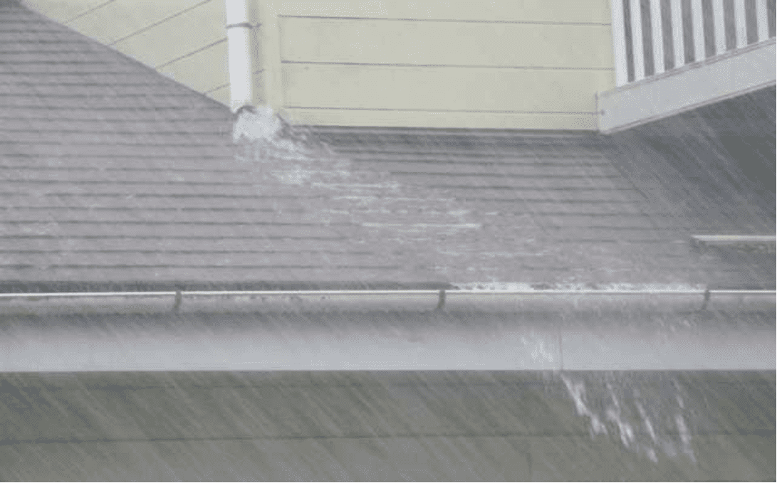 雨樋の不調で雨漏りが発生する