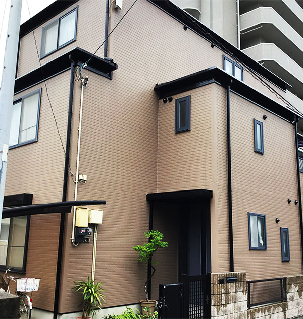 東温市 – 築20年197.8平米3階戸建て初めての外壁・屋根塗装【No.144】