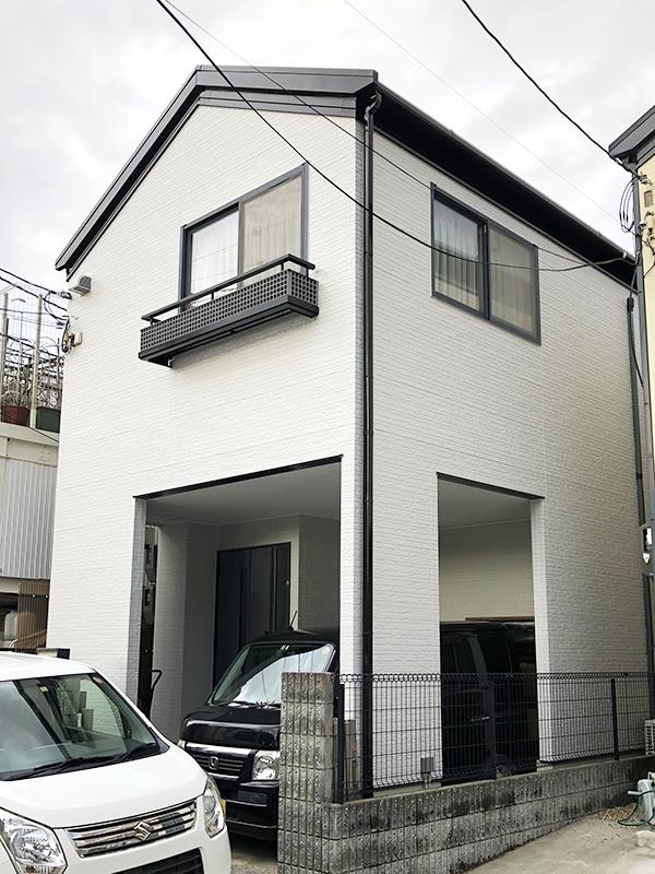 茨木市-築18年2階戸建てのサイディング外壁・太陽光パネル付き屋根塗装、付帯塗装【No.250】