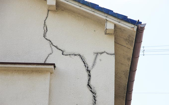 外壁がひび割れする原因は?補修方法や知っておきたい注意点